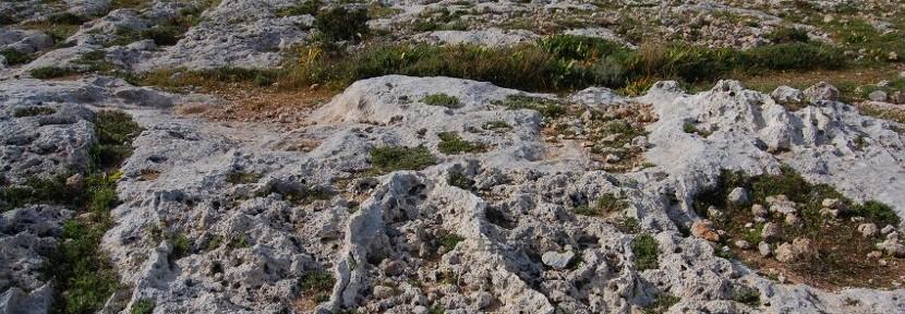 Cart Tracks of Malta mystery – Isosceles Triangles