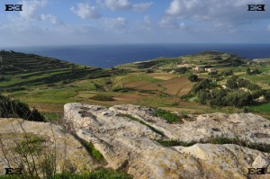 ghar zerrieq cart ruts malta tracks maltese maltas over cliff of top side mystery puzzle
